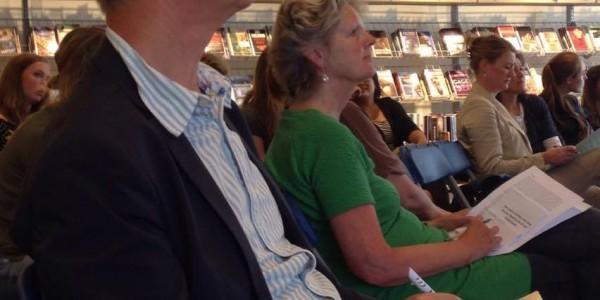 Jan Kaldenbachen Rita Smedinga luisteren naar de ideeën